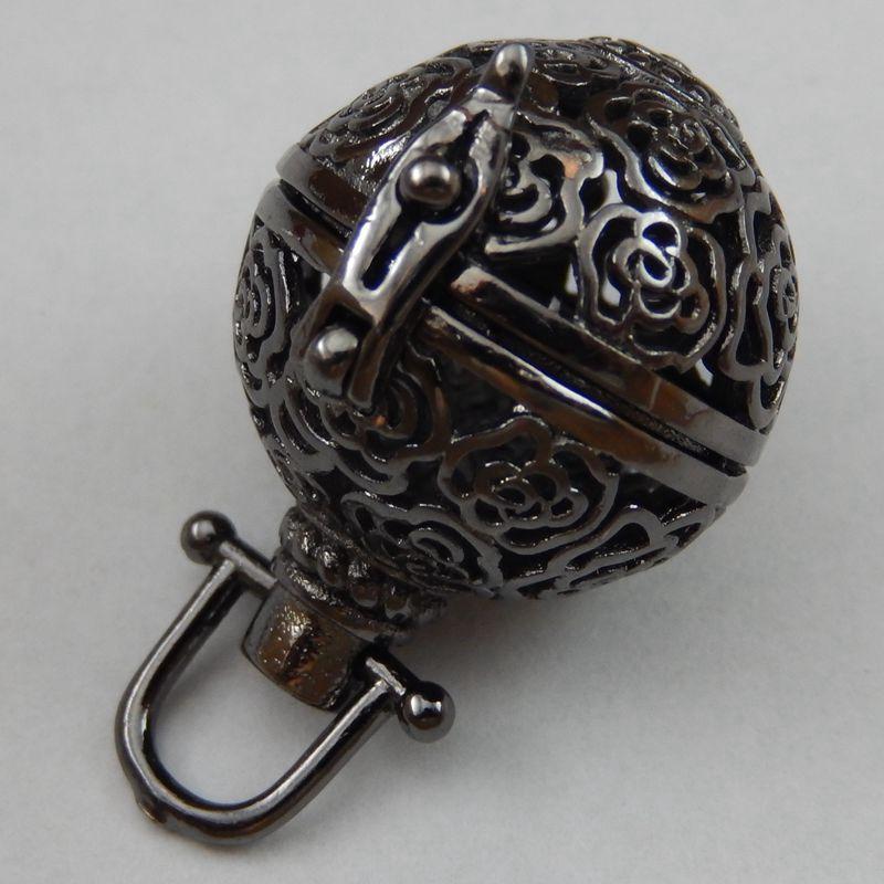 2pcs/pack Gunblack Man Top Hollow Cage Locket Aromatherapy Perfume Diffuser Necklace Pendant Locket Wishes Box 27*24mm39818(China (Mainland))