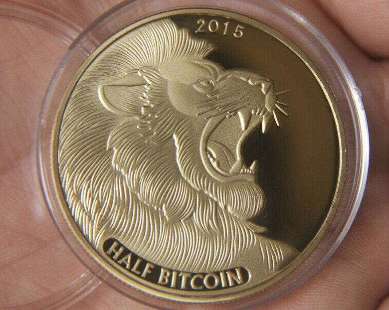 2015 24k gold bitcoin coin 1oz gold plated lion coin/two dimension code internet theme America souvenir coin.2pcs/lot(China (Mainland))
