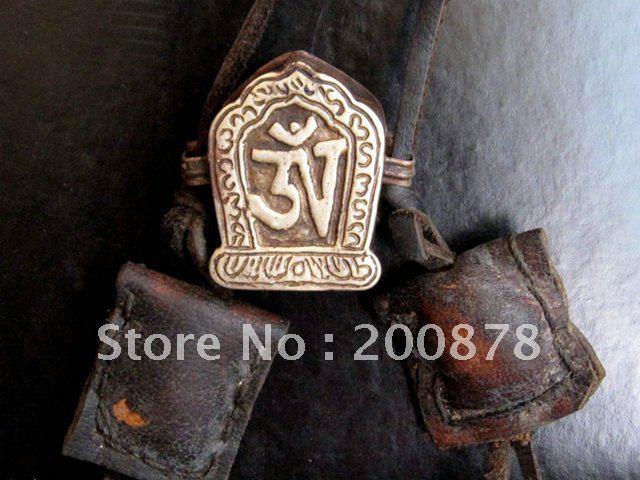 TGB142 Tibetan metal antiqued Temple big Prayer box,OM gau amulets box,34*26mm,Nepal brass crafts(China (Mainland))
