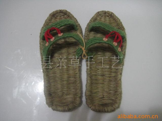 Low cost factory direct supply sandals handmade slippers