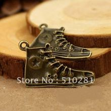Free shipping!!Bronze to hang tags pendant All the restoring ancient ways canvas shoes.(China (Mainland))