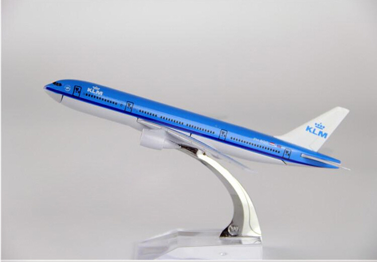 Passenger plane model A330 KLM Royal Dutch Airlines aircraft A330 Metal simulation airplane model for kids toys Christmas gift(China (Mainland))
