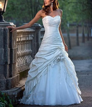 Sweetheart White / Ivory A line Applique Beading Wedding Dresses