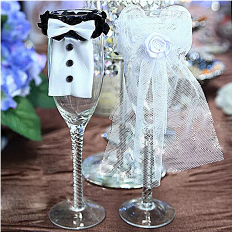 1Set Groom and bride dress bottle Red Wine decoration champagne clothes wine bottle sets for wedding supplies(China (Mainland))