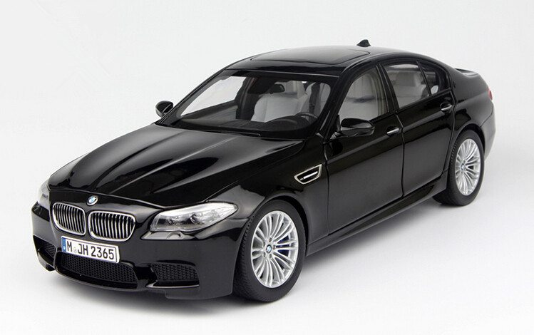 2015 hot sell M5 F10M 1:18 alloy car model(China (Mainland))