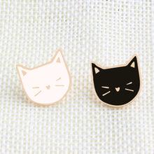 2 pz/set Animale spille nero Gatto bianco Dello Smalto del Metallo Spilli donne Paio di Badge Risvolto Camicia di Jeans Accessori Per Regalo di festival(China)