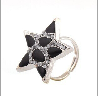 Korean Hot Fashion Ring Panthers five-pointed star pattern with a diamond ring(China (Mainland))