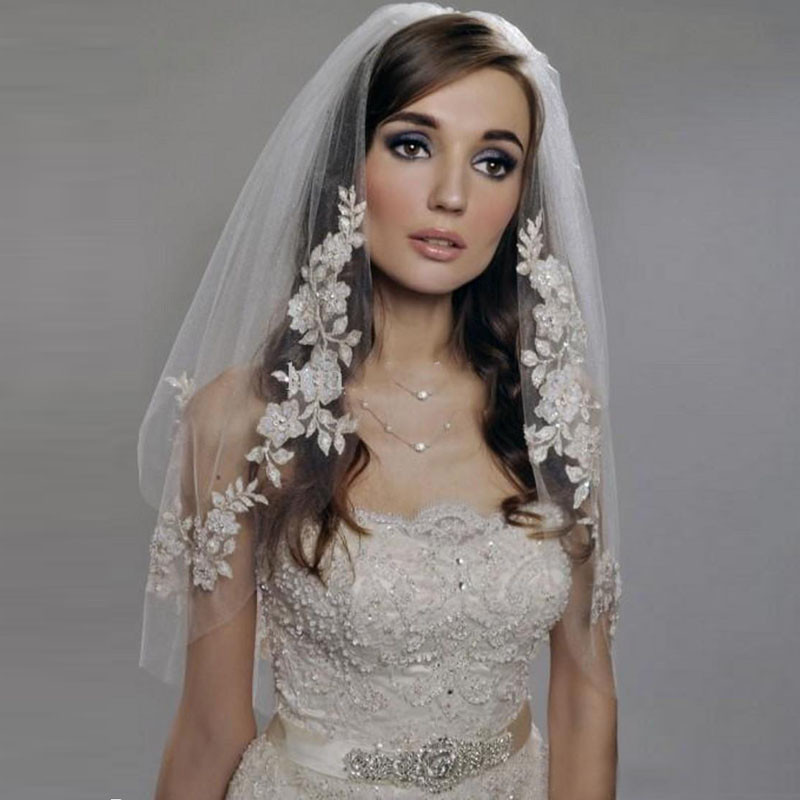 2017 New Short Wedding Veils Lace Cheap Imported Silver Wire Flower Bridal Veil 2 Tier with Comb Wedding Accessories(China (Mainland))
