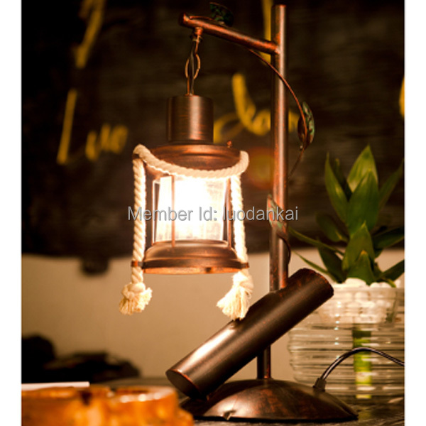 Table Lamp on Table Lampe de Table Design