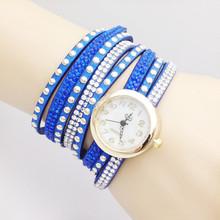 Envío gratis 2015 a la moda Rivet reloj pulsera de diamantes se enrolla ronda y relojes de cuarzo ronda Suede pulsera W177