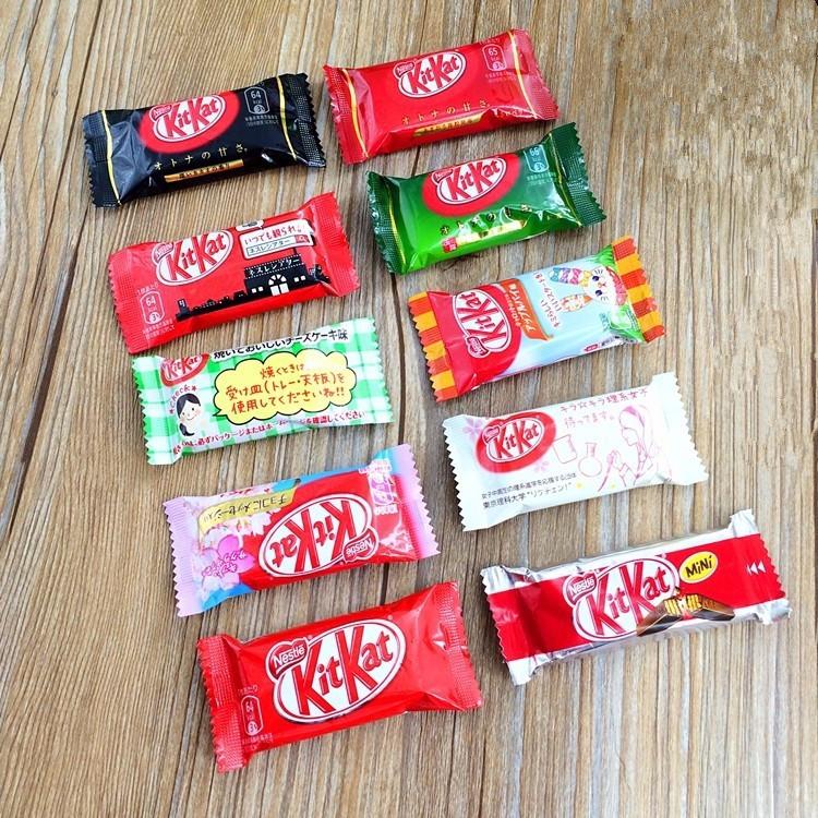 1pcs Weight 16g/pcs.7 kinds Japanese Kit Kat Chocolate.Apple pie,pumpkin,black chocolate,milk,green tea,cheese.Grilled cheese