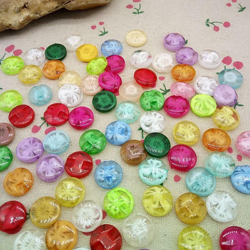 100Pcs Transparent 1.3cm child sew-on buttons resin buckle candy beautiful multicolour button accessories baby diy A100(China (Mainland))