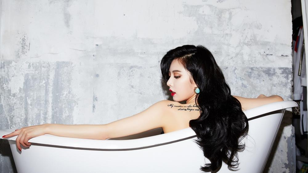 <font><b>Asian</b></font> Hyuna beauty beautiful sexy woman in bathtub black long hair red lips yellow smooth skin <font><b>Home</b></font> <font><b>Decoration</b></font> Canvas Poster