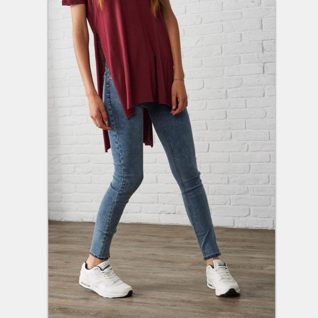 Узкие джинсы, средняя талия, для худой девушки