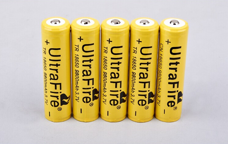 2 pcs 18650 battery 3 7V 9800mAh rechargeable li ion battery one charger for Led flashlight