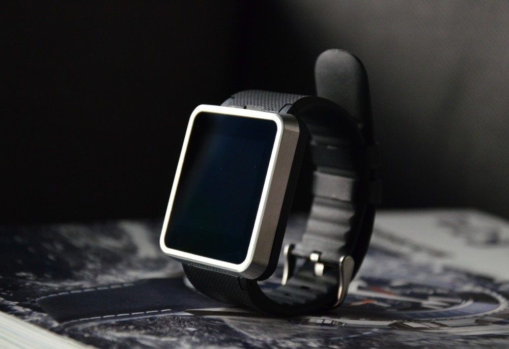 New Arrive Men Women Watch F1 Waterproof Smart Watch Sync Call SMS Facebook Pedometer Sleep Camera Player Anti Lost Smartphone(China (Mainland))
