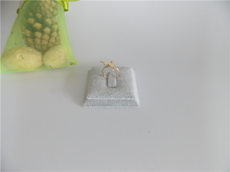 Wholesale 10pcs/lot 4.5x4.5cm Gray Velvet Ring Display Pads Square Ring Organizer Stands Jewellery Display Stands Gray Fabrics(China (Mainland))