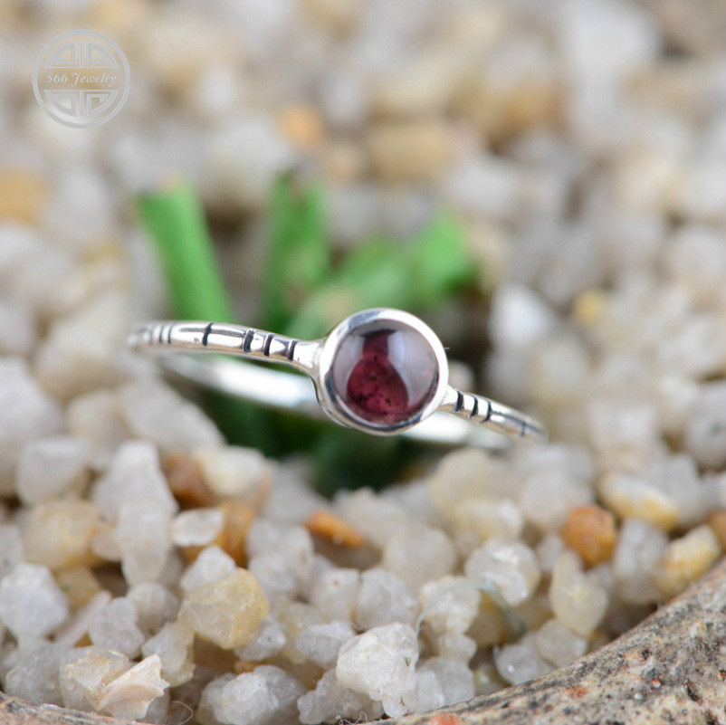 566 Ethnic Jewelry High Quality Garnet Crystal Ring 925 Sterling Silver Retro Simple Rings Women Stones Accessories RJ039<br><br>Aliexpress