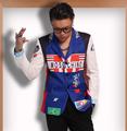 2015 Men s slim fashion DJ DG Bigbang red and blue stitching graffiti Suit Jacket singer