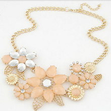 2015 Fashion European Fashion Necklace for Women Fancy Big Chunky Choker Necklace Flower Pearl Choker Necklace Big Necklaces(China (Mainland))