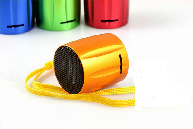 Hot selling mini speaker E129,cute design gift package for iphone4,4s,ipod .PC. support TF, Micro sd card+FM 100pcs/lot