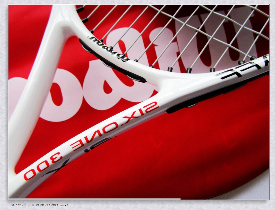 Brand new 100% carbonic tennis Rackets/Racquet/Raquets SIX.ONE 300 Red Equipped tennis string and bag grip size: 4 1/4 4 3/8(China (Mainland))