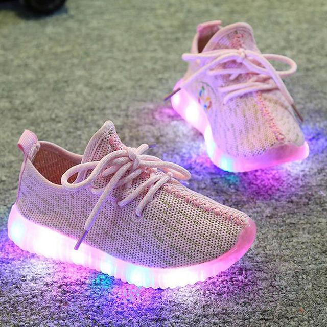 2016 новое прибытие обувь дышащая вязание сетки воздуха малыш кроссовки Светодиодные Фонари на шнуровке с низким топ спортивная мальчик/обувь для девочек малыша