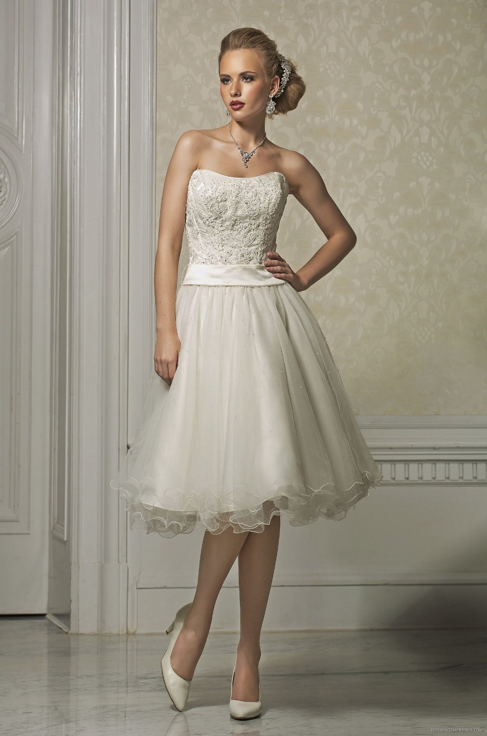 Casual beach style short knee length wedding dress with for Short beach style wedding dresses