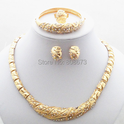High Quality Exquisite Gold Plated Lady Wedding Costume Jewelry SETS Necklace Bangle Earrings Ring Jewelry Set African Fashion<br><br>Aliexpress