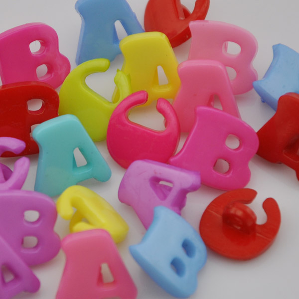 200pc 14mm Lots Mix ABC Letter Plastic Buttons Kid's Sewing Crafts PT47(China (Mainland))