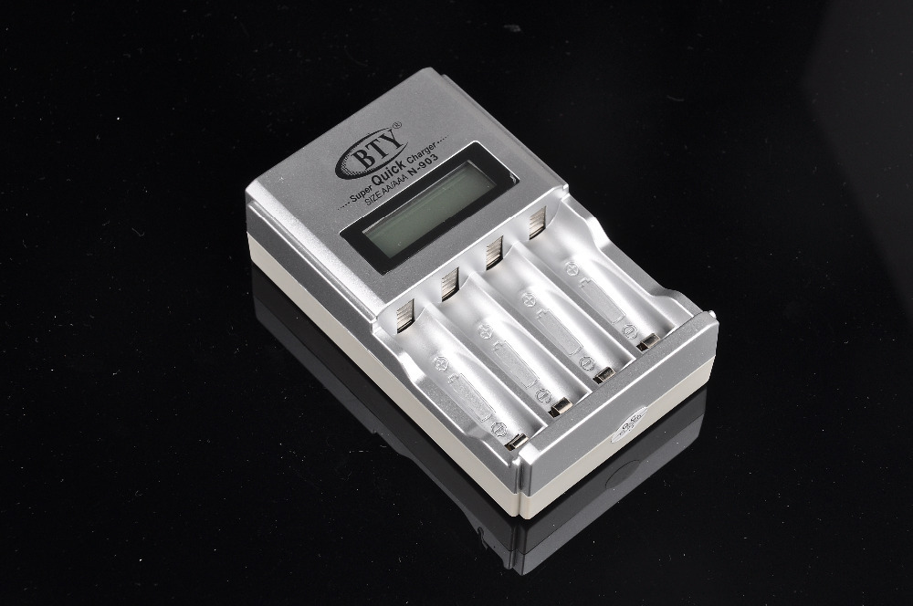 Battery Charger 2015 Mini Portable Universal Multi-Functional Battery Charger LCD Quick Battery Charger For Rechargeable AA AAA(China (Mainland))