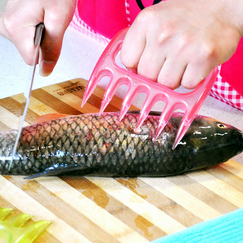 SMILE MARKET Wholesale and Retail Pink Color Hands Protection Safety Kitchen Fish Tools(China (Mainland))