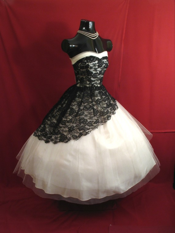Vintage 1950's Tea Length Short Wedding Dress Black and White Lace Gothic Wedding Gowns Victorian Ball Gown Bridal Dress(China (Mainland))