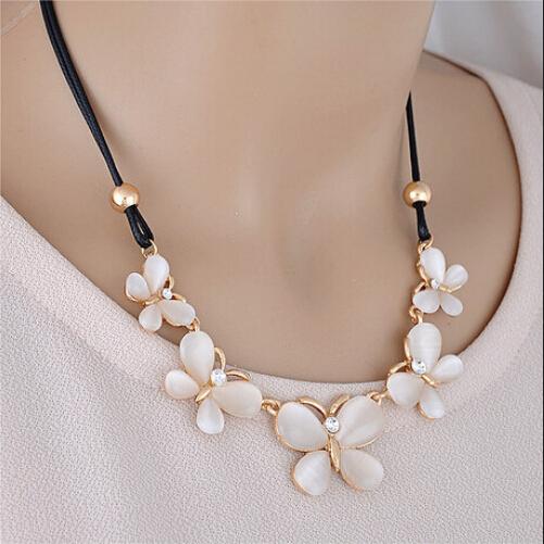 New Lady Charm Rhinestone Statement Choker Pretty Butterfly Pendant Elegant Chain Necklace Jewelry Party
