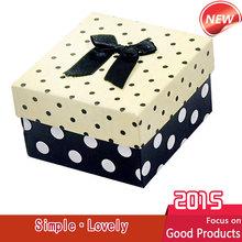2015 1 unids nueva moda y casual de papel cuadrada caja de reloj con punto original y cinta de seda