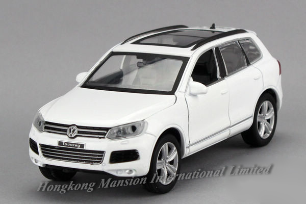 1:32 Scale Alloy Diecast Car Model For TheVolks wagen Touareg Collection Metal Model Pull Back Toys Car With Sound&Light(China (Mainland))