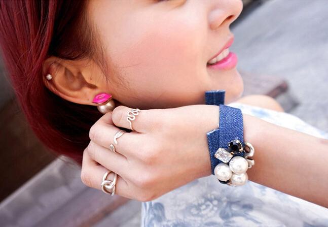 http://hrvatskifokus-2021.ga/wp-content/uploads/2016/04/Korean-Fashion-Sweet-Enamel-Sex-Lips-Earrings-Two-Side-Pearl-Stud-Earrings-For-Women-All-Match.jpg