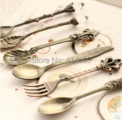 Kitchen dining&bar Nostalgic vintage royal style bronze carved eco-friendly small coffee spoon and small fork for sweet snacks(China (Mainland))