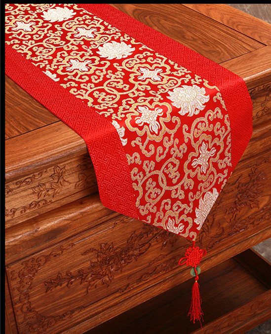 Elegant modern lace printed table runners for wedding for Asian wedding bed decoration