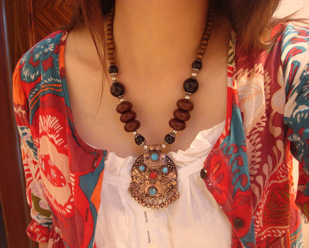 2016 Woman Pendant Tibetan Necklace Alloy Finaning Jewelry National Necklace Wood Beads Necklace Female(China (Mainland))