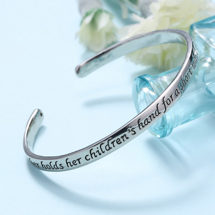 Family Gifts Mothers' Day Gifts Bangle Rhodium Plated bracelets A Mother Holds Her Child's Hand Heart bangles Cuff Bracelet(China (Mainland))