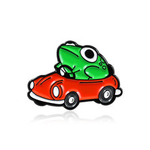 Gambar Kartun Katak Mobil Balap Bros Hijau Katak Mengemudi Mobil Merah Enamel untuk Anak-anak Ransel Katak Hewan Lencana Terbaru Perhiasan anda Dapat Bermain(China)