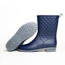 2019 yaz kadın yağmur çizmeleri çorap kauçuk kadınlar orta buzağı çizmeler su geçirmez konfor rahat Martin çizmeler yağmur(China)