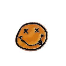 Sorriso smalto pins Giallo Halloween skull badge spille sacchetto di Vestiti cappello Lapel pin Del Fumetto sveglio dei monili di regalo per gli amici(China)