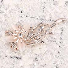 1 PC Bunga Bros Perjamuan Kostum Bros Pin Pakaian Gadis Kristal Bauhinia Mantel Lencana Aksesoris Perhiasan untuk Wanita Pria(China)