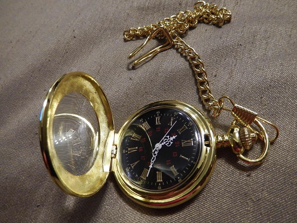 Часы доехали за 17 дней, целые, непокоцанные, ходят - насколько точно будет понятно со временем. Выглядят хорошо, но, когда держишь в руках - ясно, что дешевые, а так, всё как на картинке. Продавца рекомендую.