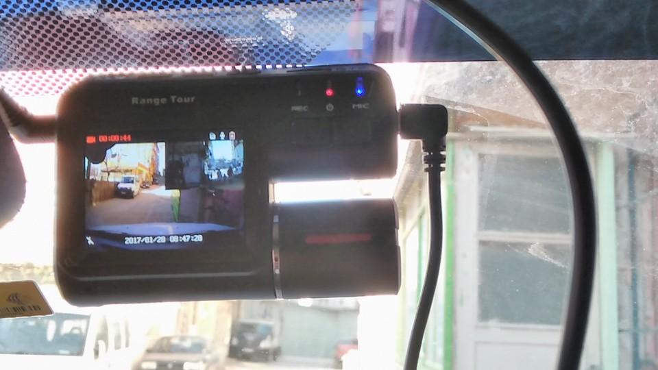 hızlı kargo sağlam ürün herşey süper gündüzleri iki kamara iyi ileri ve geri kamerada ayrı kayıt ediliyor  isterseniz  ekranı hem ön hem arka izleyin veya ön tek arka kamerayı izleyebilirsiniz bilirsiniz  geceyi denemedim görünüşte gece zayıf olcani düşünüyorum aydınlatması gerekir olsun yolda arabaların farları aydınlatır 12gunde Türkiye kapıya kadar teslim sağlam dürüs satıcı