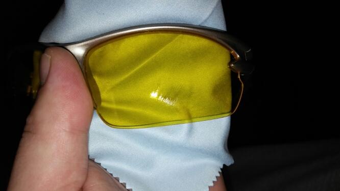 очки пришли с царапинами на стекле!