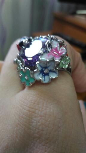 Кольцо изумительное, яркое, камень чудо. Отслеживалось до дома.