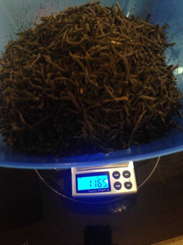 Чай понравился. Не похож на лапсанг сушонг, что я пил когда-то до этого. Имеет ненавязчивый и несильный копченый вкус и аромат. Не понравилось, что чая меньше. Вместо 125гр. насыпано 116.5гр